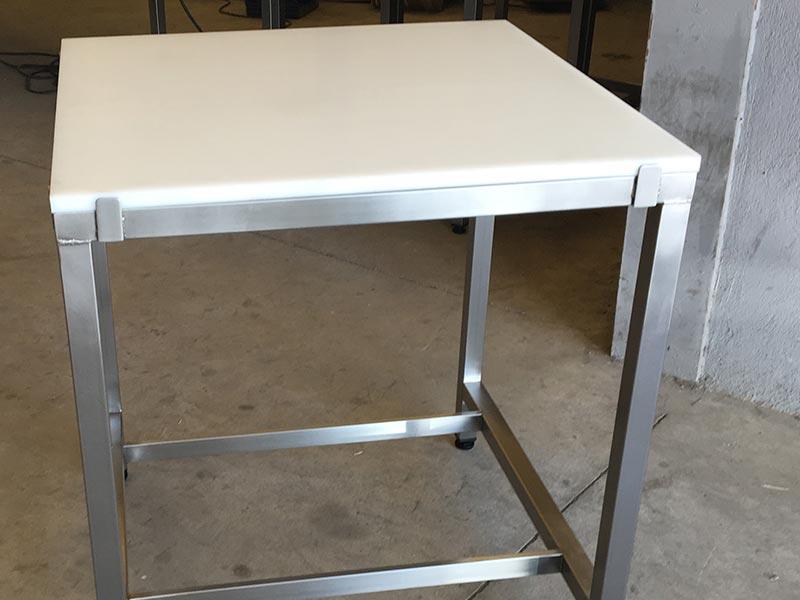 Mesa con taco de polietileno